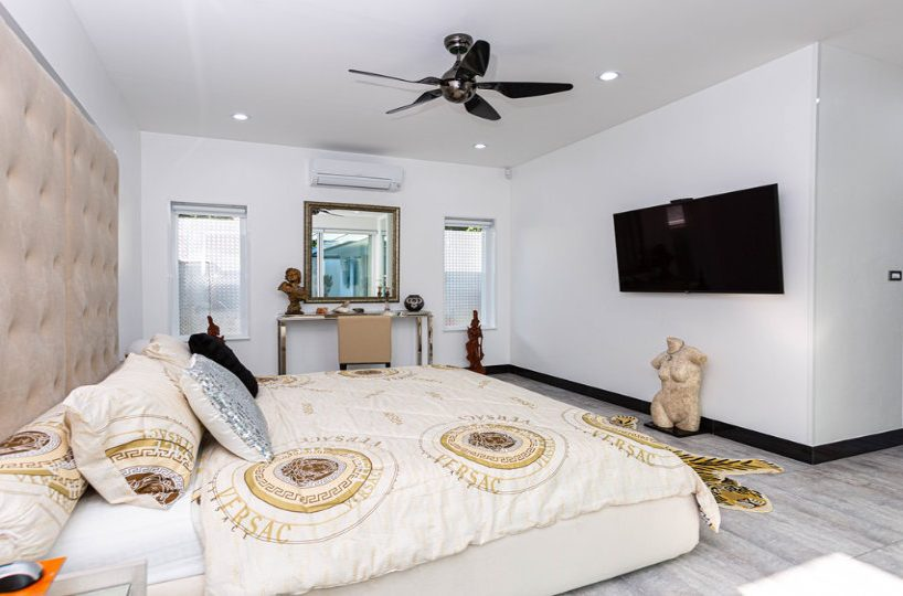 Master Bedroom Overview - One-Story Pool Villa Rawai 4 beds 4 baths