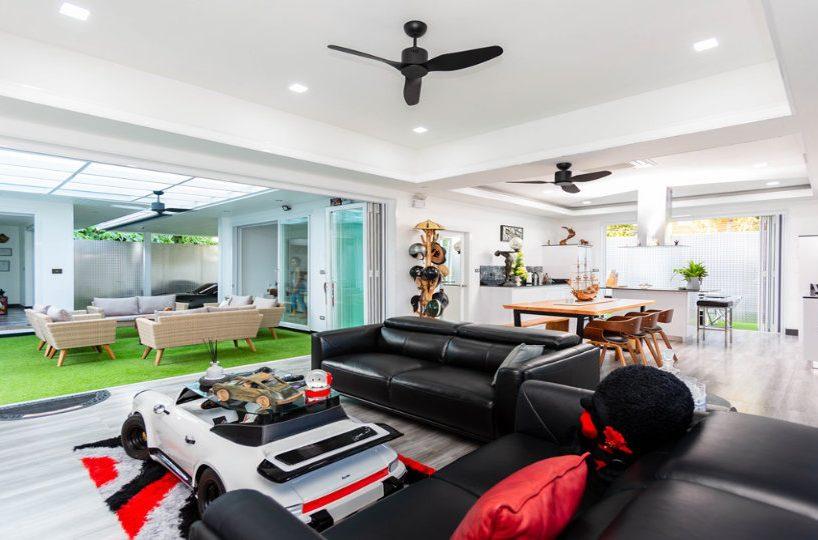 Living Room Sit Area - One-Story Pool Villa Rawai 4 beds 4 baths