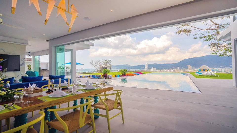 Dining and Pool View