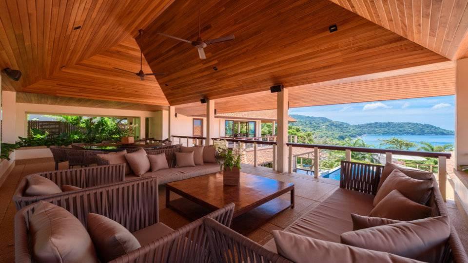 Lounge Area Top Floor