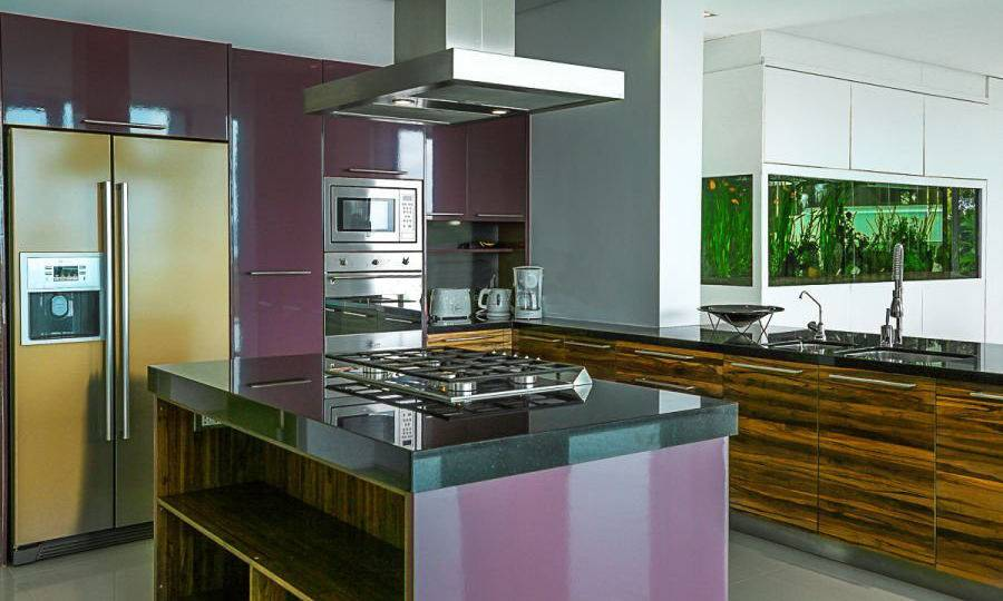 Kitchen w/ Island - Villa Dao Tiem